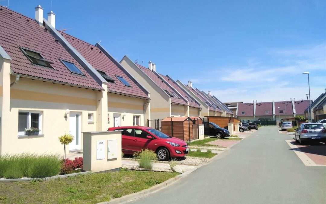Doubravické domy – príroda ako na dlani a mesto čo by kameňom dohodil …